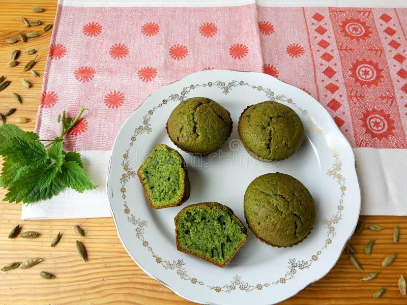 荨麻绿色松饼用豆蔻果实 库存图片