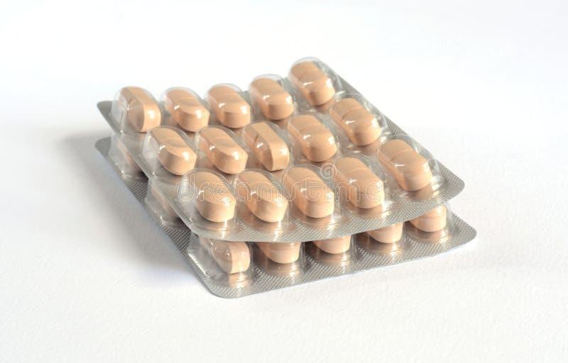 药片、片剂和药物在白色背景 库存图片
