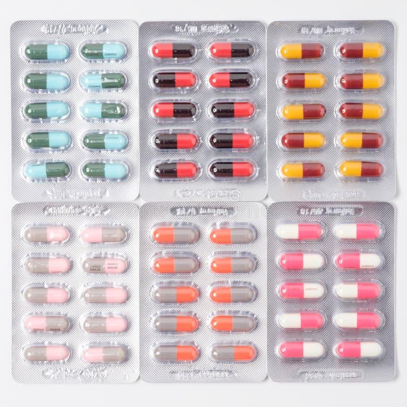 药物药片和胶囊在水泡包装 库存图片