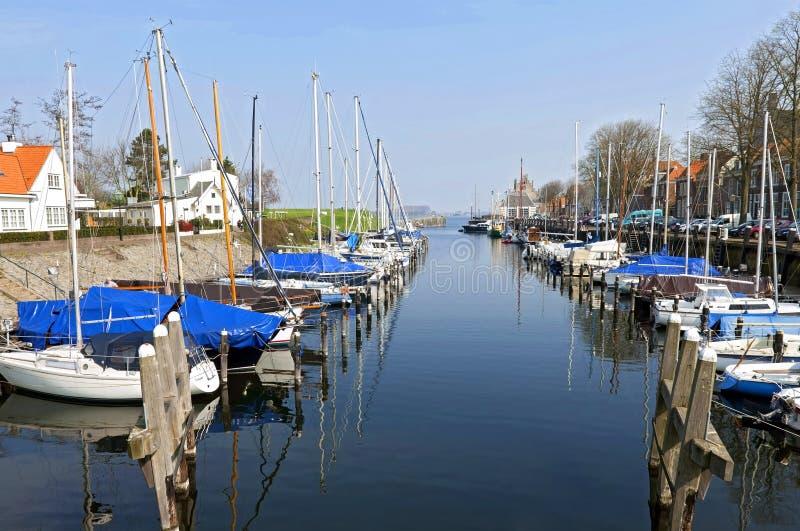 荷兰城市费勒的小游艇船坞和湖 库存照片