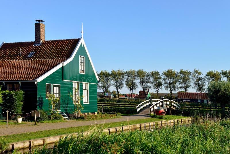 荷兰房子和桥梁在de Zaanse Schans,荷兰 免版税图库摄影