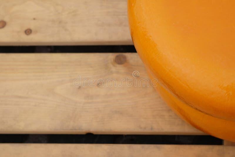 荷兰扁圆形干酪特写镜头  免版税库存照片