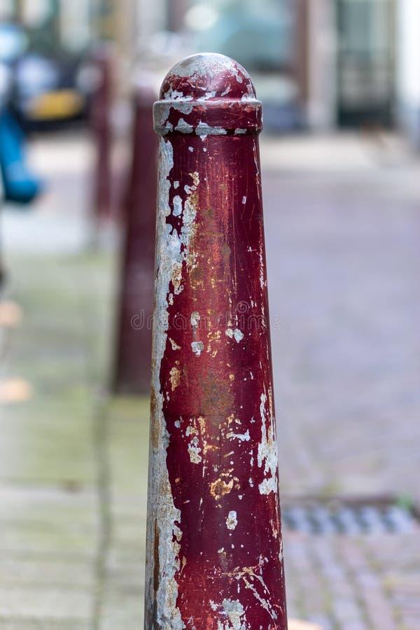 荷兰扁圆形干酪,南荷兰省/荷兰- 2018年10月27日:使用浅景深被射击的红色边路岗位 库存照片