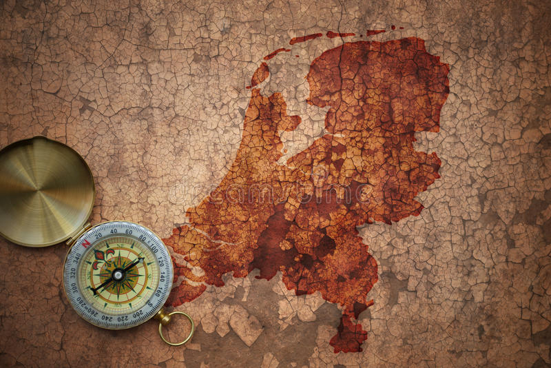 荷兰的地图一张老葡萄酒裂缝纸的 库存图片