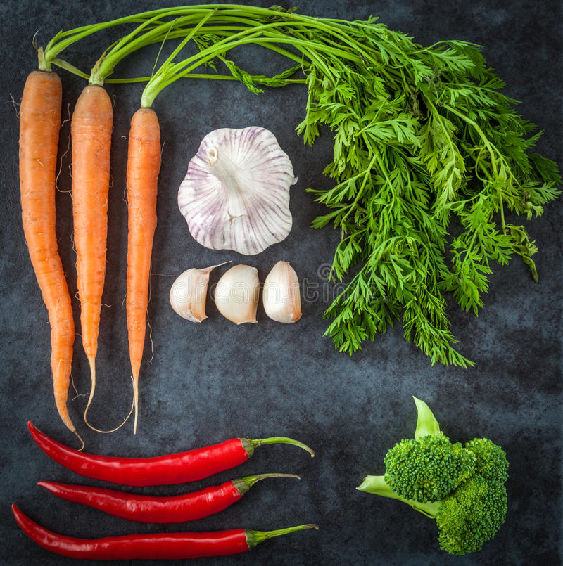 荷兰红萝卜,大蒜,辣椒,硬花甘蓝 顶视图 库存照片