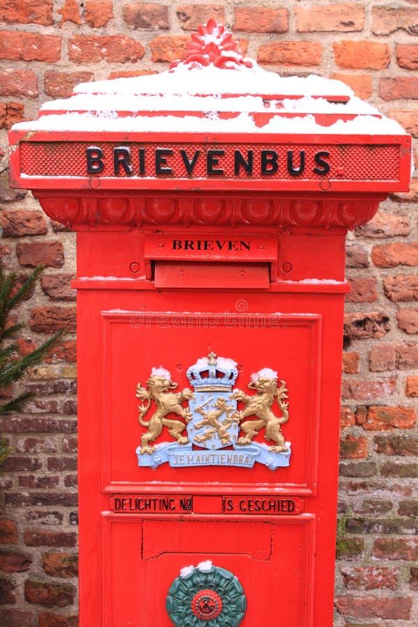 荷兰语letterbox古板的红色 免版税库存照片