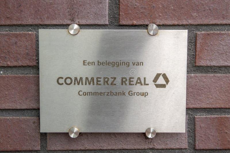 荷兰阿姆斯特尔芬2019年一栋楼上的Commerz Real 库存图片