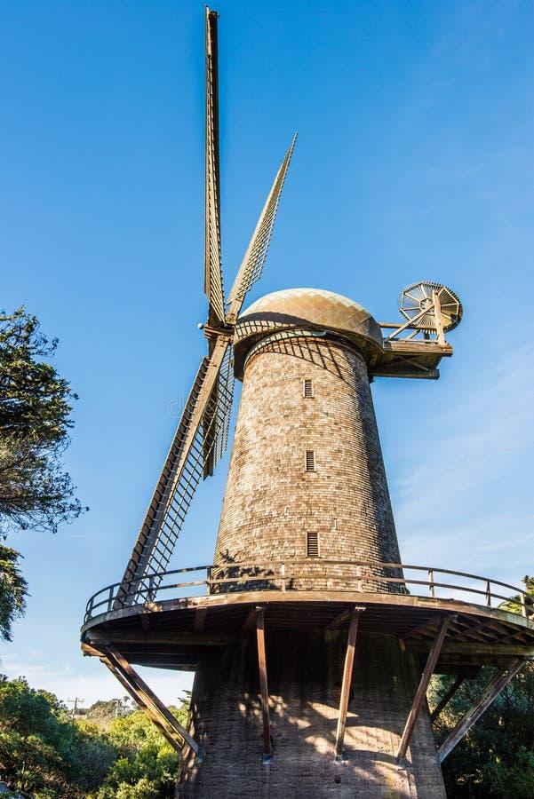 荷兰风车-金门公园,旧金山 免版税库存照片