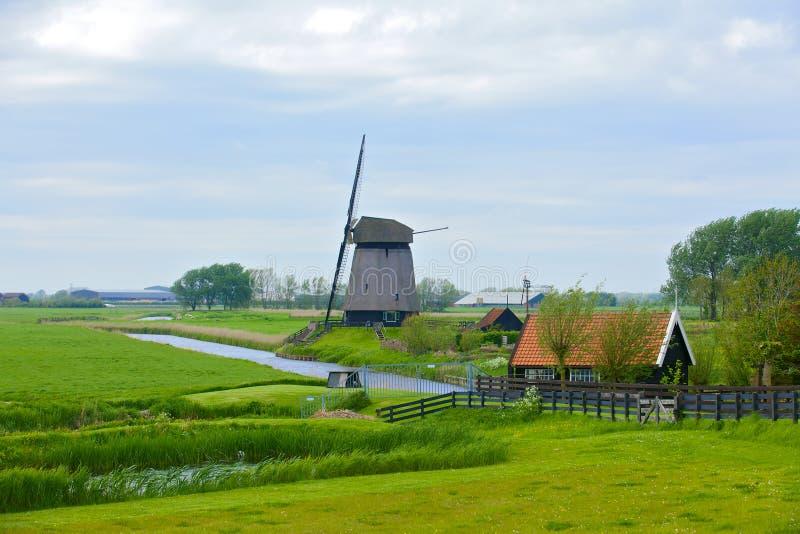 Download 荷兰风车 库存图片. 图片 包括有 污点, 欧洲, 荷兰语, 能源, 生成器, 地点, 荷兰, 横向, 云彩 - 30326979