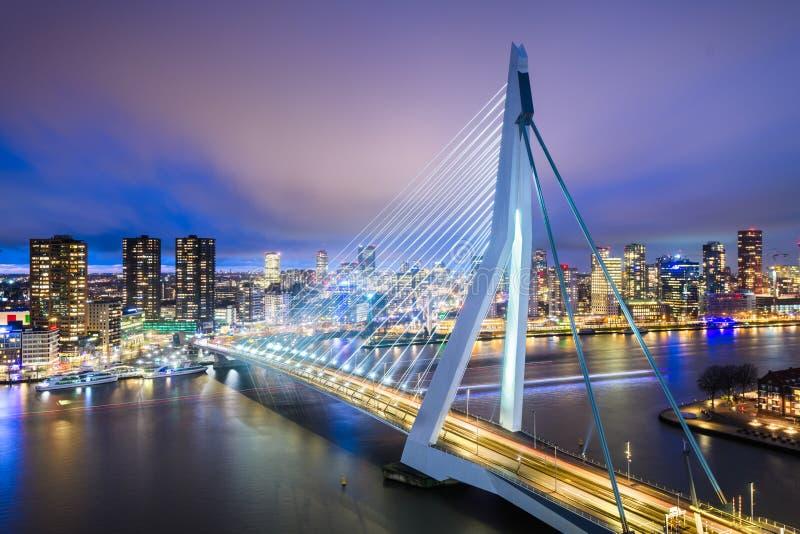 荷兰鹿特丹天际线夜晚 免版税库存照片