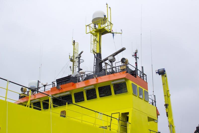 荷兰fisheries+调查船Tridens的超结构和桥梁停泊了在肯尼迪码头在黄柏城市 库存图片