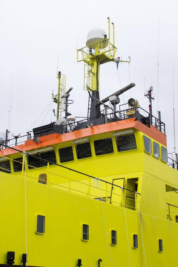 荷兰fisheries+调查船Tridens的超结构和桥梁停泊了在肯尼迪码头在黄柏城市 图库摄影