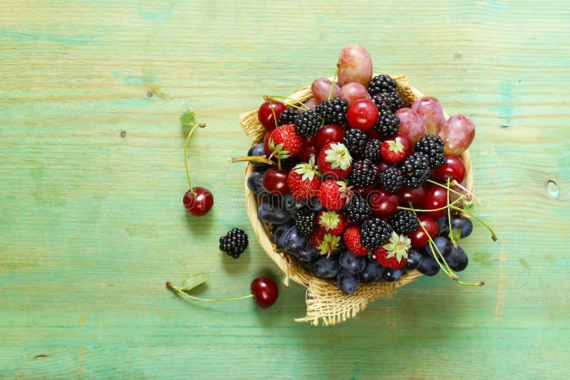 莓果夏天收获  库存图片
