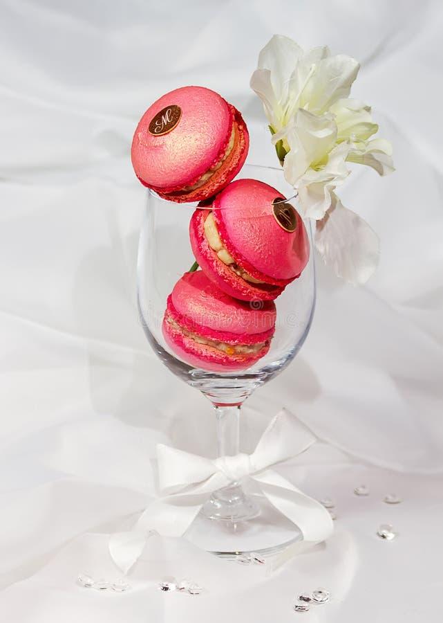 莓桃红色Macarons 免版税库存图片
