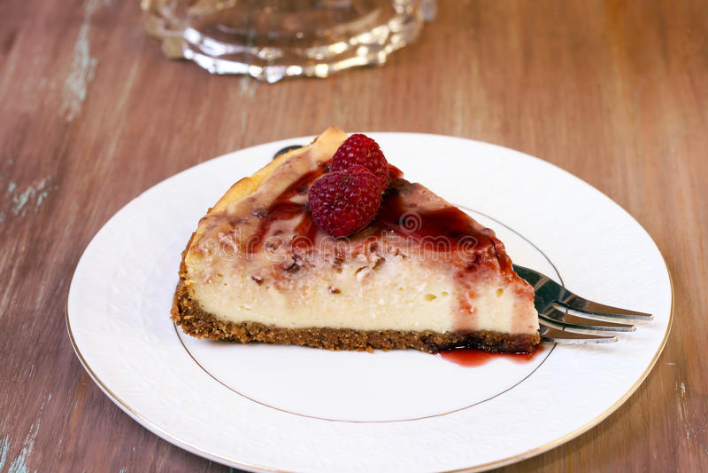 莓漩涡乳酪蛋糕 免版税库存图片