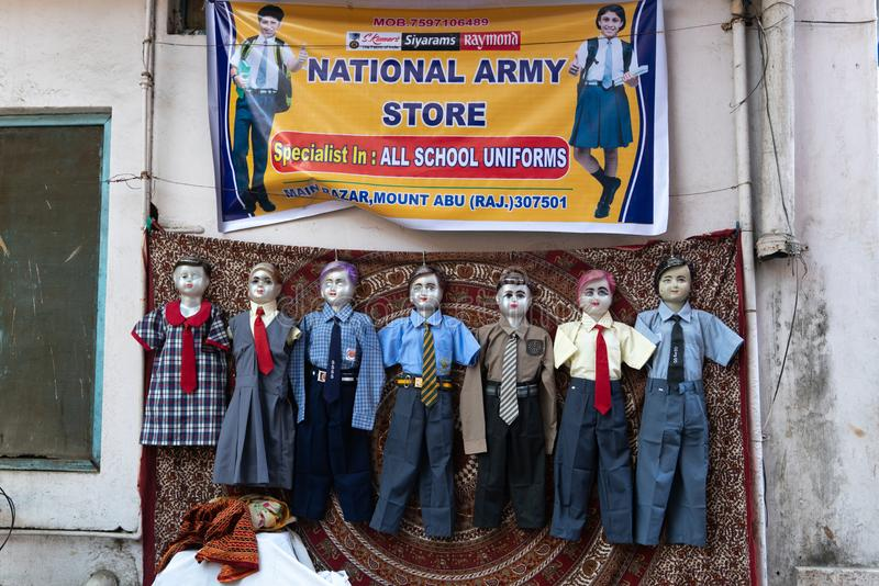 莫乌恩特阿布/印度12 02 2019年:在学校印度制服的钝汉 库存照片