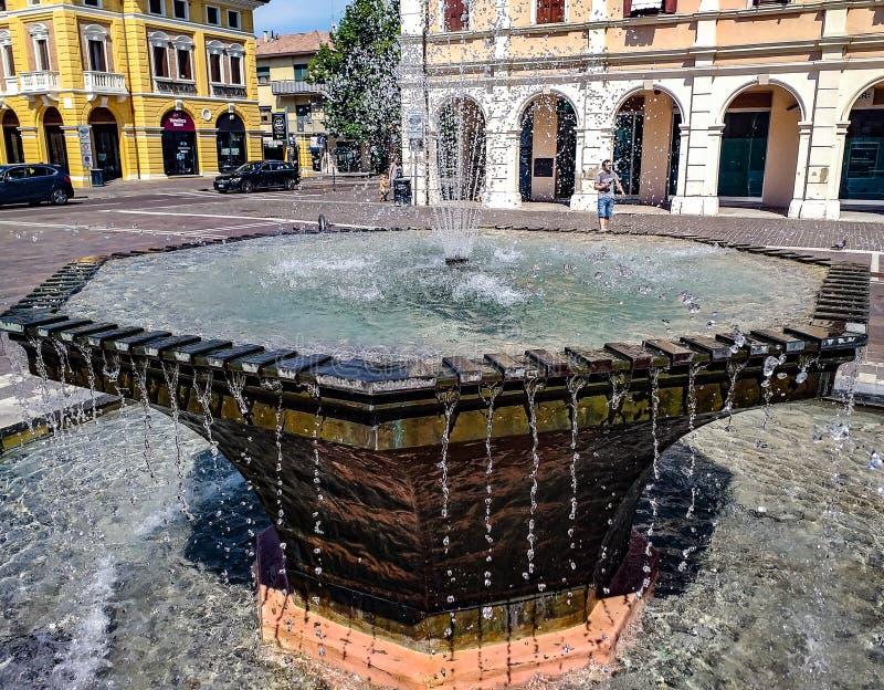 莫利亚诺威尼托,喷泉的细节在正方形的在城镇厅附近 免版税库存照片