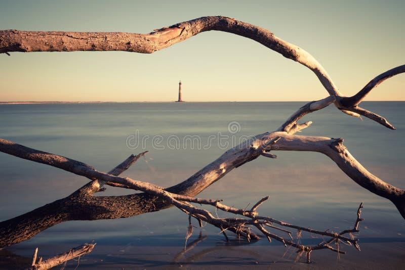 莫妮斯在日出的海岛灯塔 免版税库存图片