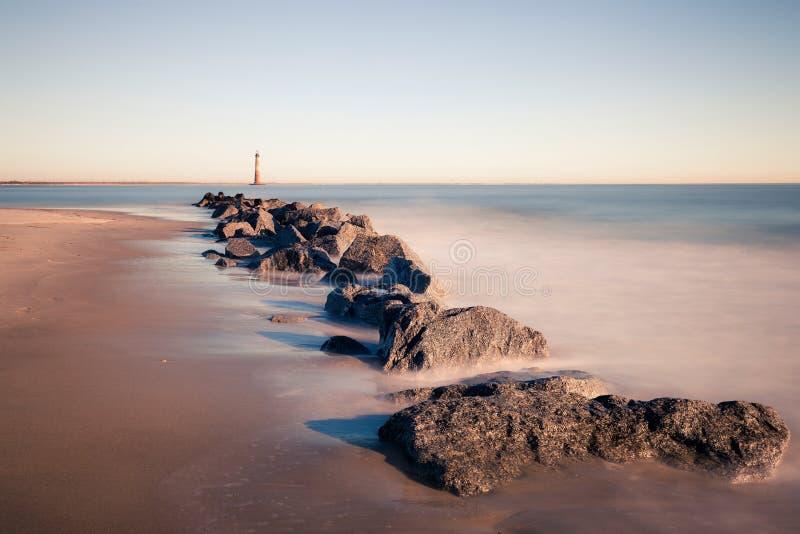 莫妮斯海岛灯塔在晴朗的早晨 库存照片