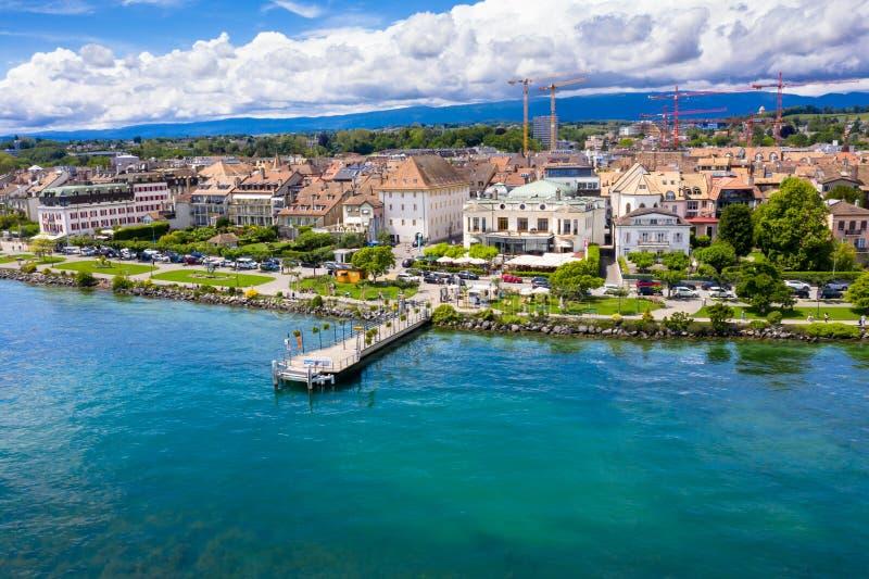 莫尔日Leman湖的边界的市江边鸟瞰图在瑞士 库存图片