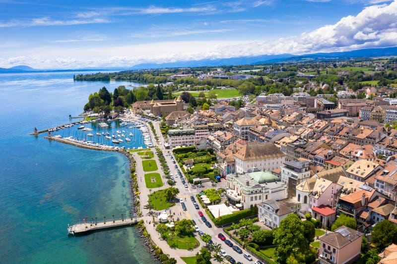 莫尔日Leman湖的边界的市江边鸟瞰图在瑞士 图库摄影
