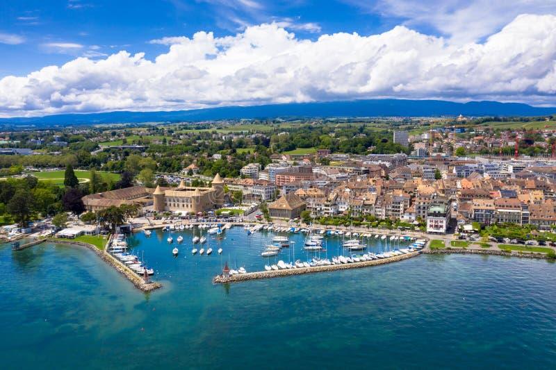 莫尔日Leman湖的边界的市江边鸟瞰图在瑞士 免版税图库摄影