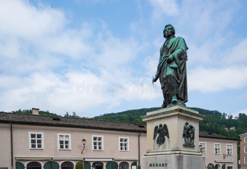 莫扎特纪念碑在萨尔茨堡,奥地利 图库摄影