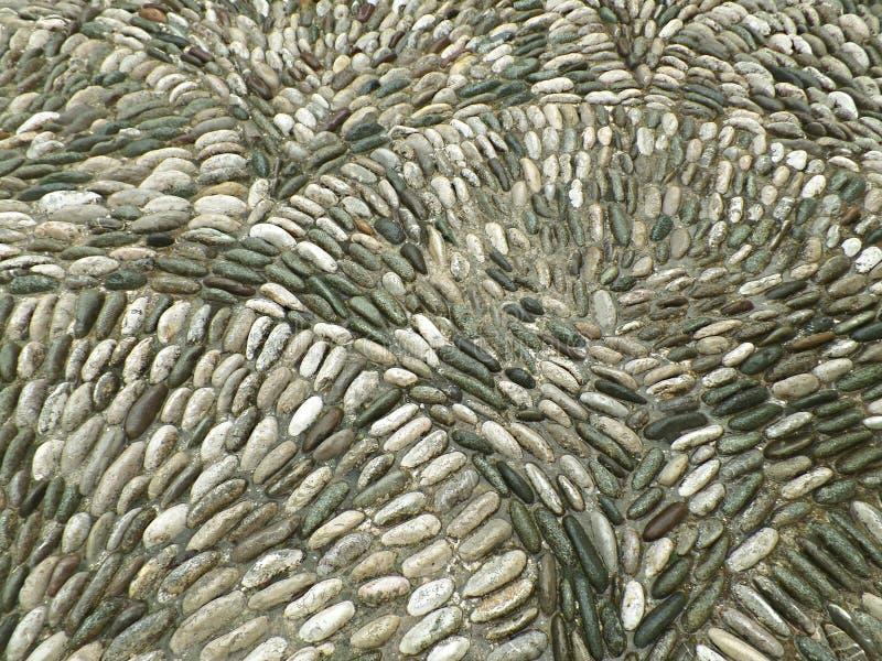 莫斯塔尔在小雨中,波黑,巴尔干,欧洲古镇的鹅卵石道路  库存照片