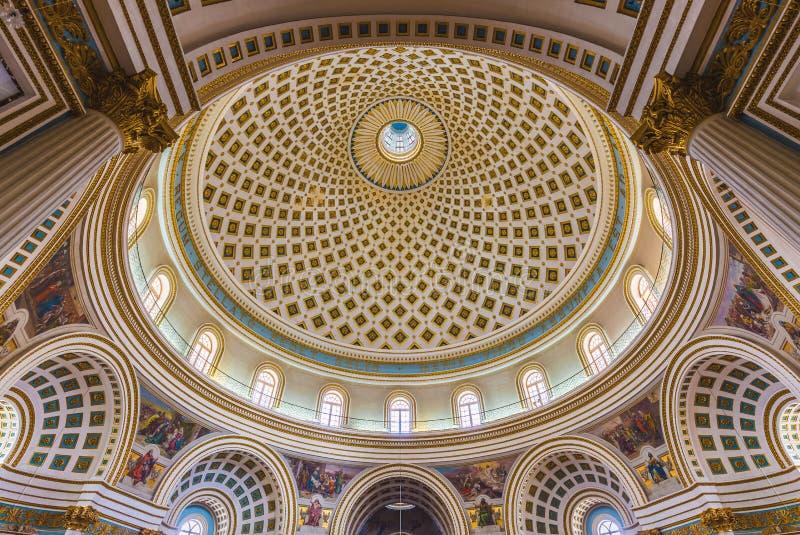 莫斯塔,马耳他-莫斯塔圆顶全景内部射击  免版税库存照片