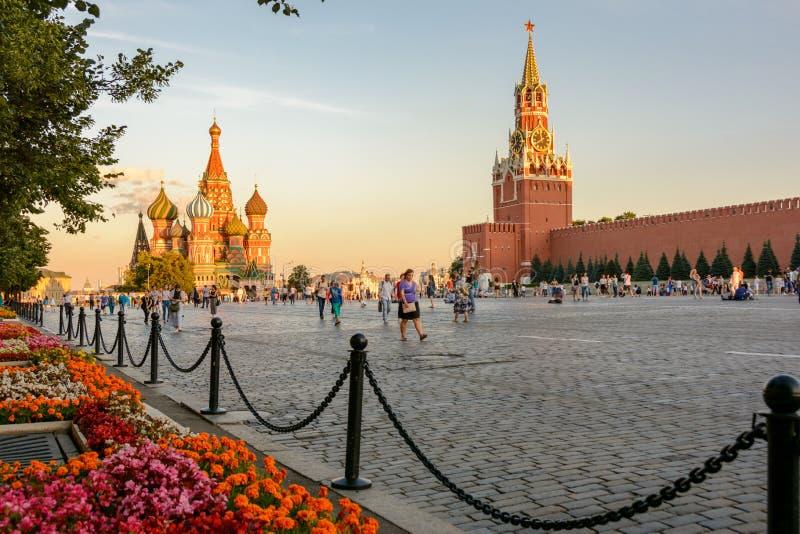 莫斯科主要landmars -克里姆林宫和圣徒蓬蒿` s大教堂大教堂保佑的瓦西里- Pokrovsky主教的座位 免版税库存照片