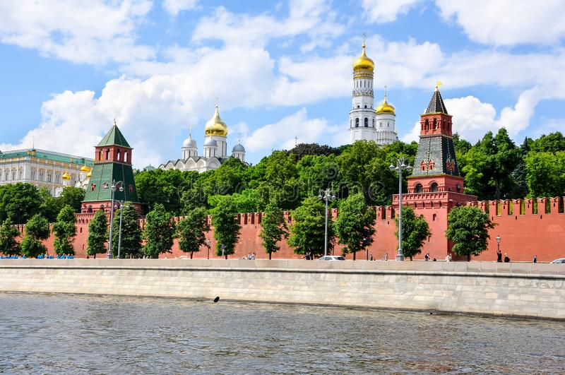 莫斯科克林姆林宫堤,从莫斯科河看克里姆林宫 库存图片