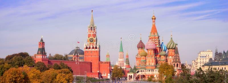 莫斯科克里姆林宫建筑与莫斯科景点 免版税库存图片