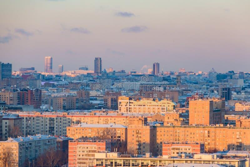 莫斯科全景日落的 城市地平线在冬日 库存图片