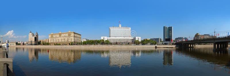 莫斯科全景-俄国政府的R的白色家的中心 免版税库存图片