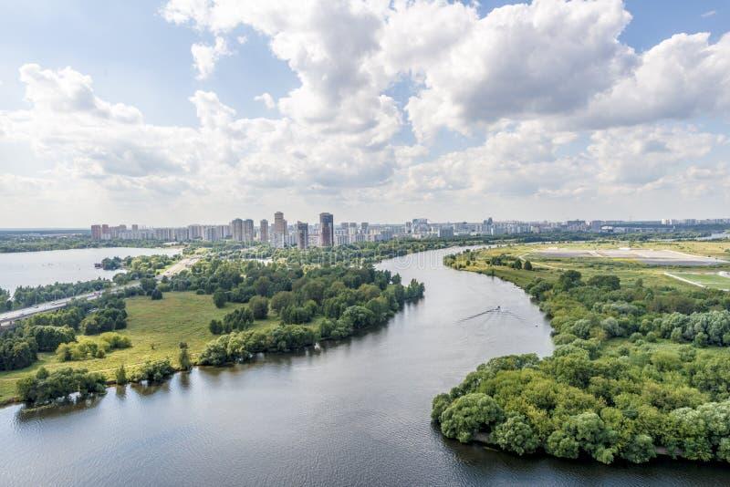 莫斯科公园的看法在一个有名望的房子的庭院里 免版税图库摄影