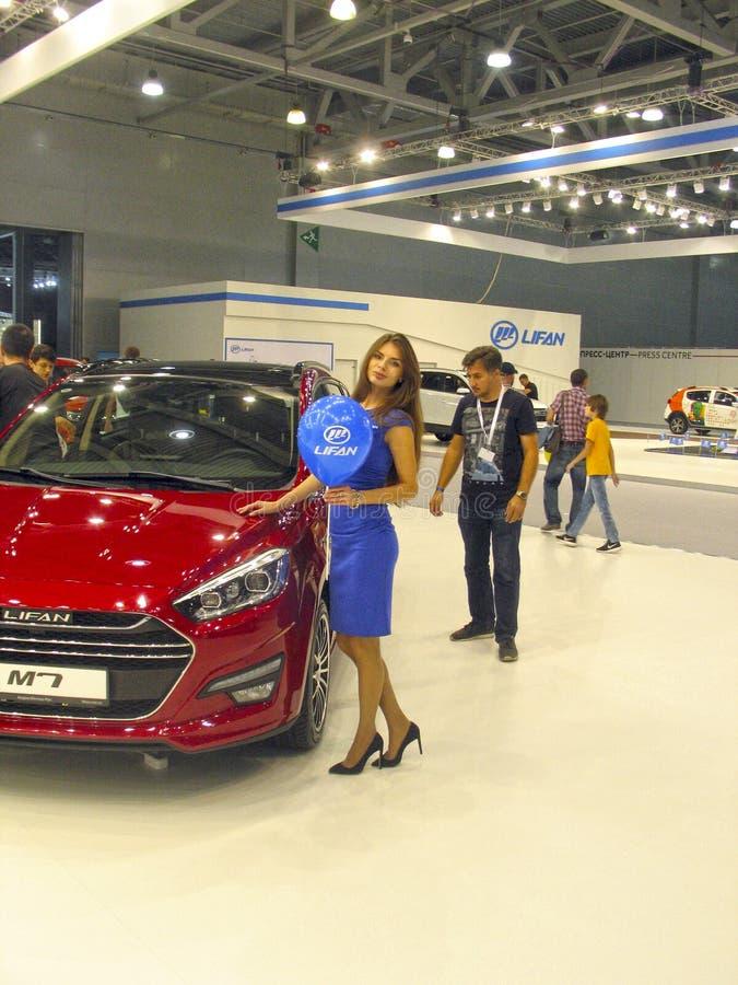 莫斯科国际汽车展示会的女孩模型2018年 库存图片