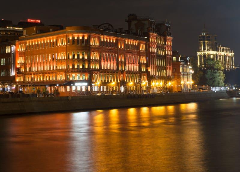 莫斯科在晚上,莫斯科河 免版税库存图片