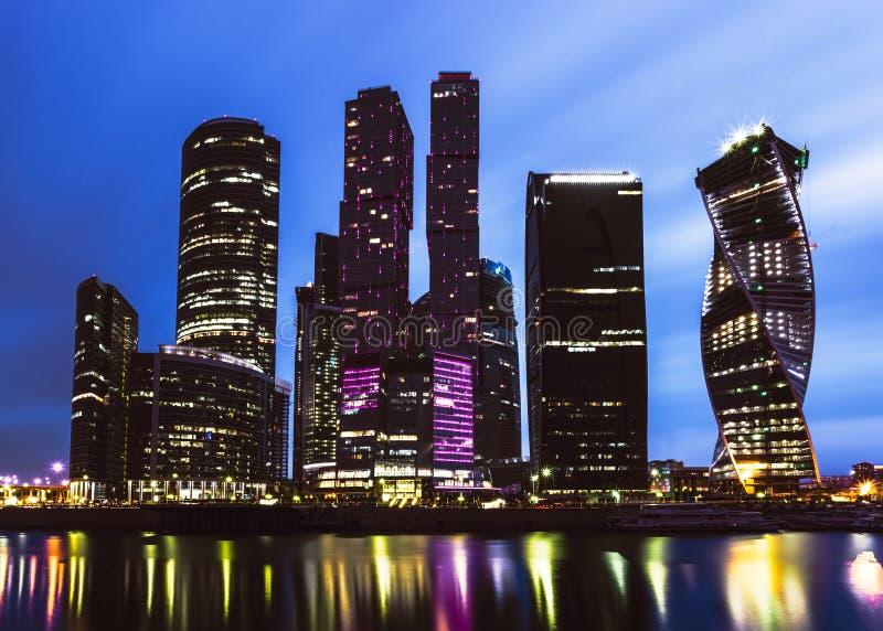 莫斯科城市在微明下 免版税库存照片