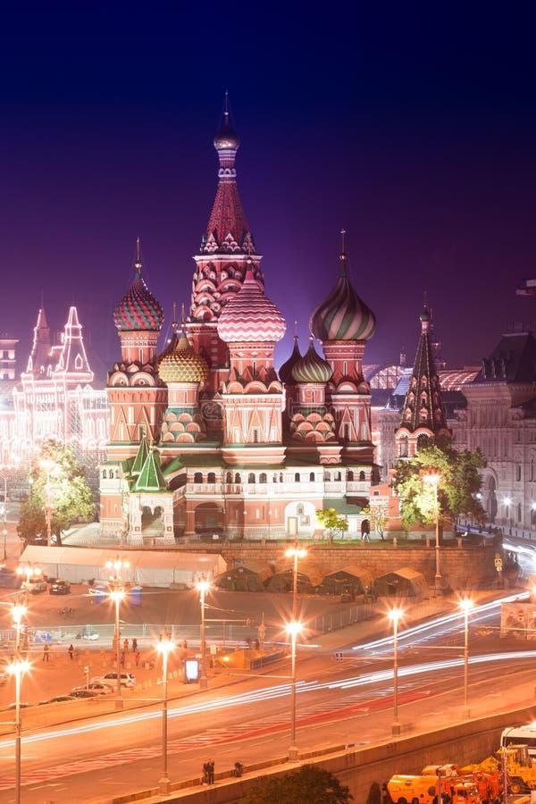 莫斯科大教堂夜空中全景圣徒保佑的蓬蒿 免版税库存图片