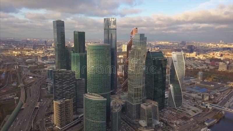 莫斯科市摩天大楼,鸟瞰图 夹子 办公室莫斯科市的商业中心 与天空的莫斯科城市大厦 库存图片