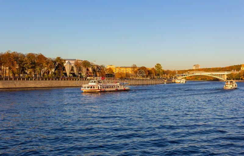 莫斯科河上的游船 图库摄影