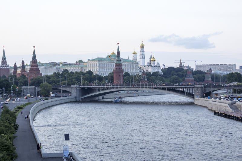 莫斯科河的河岸的克里姆林宫 免版税库存图片