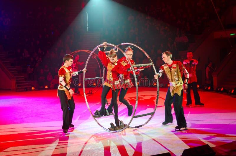 莫斯科马戏的行动艺术性的马戏团在冰的 库存照片