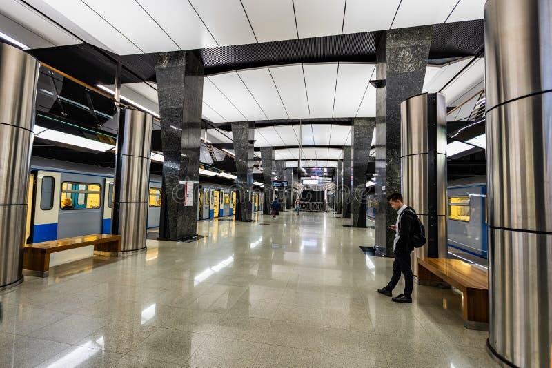 莫斯科,俄罗斯可以26日2019年,新的现代地铁车站彼得罗夫斯基公园 在著名体育复杂发电机附近 免版税库存照片