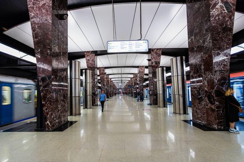 莫斯科,俄罗斯可以26日2019年,新的现代地铁车站Khoroshevskaya 修造2018年Solntsevskaya地铁线 免版税库存照片