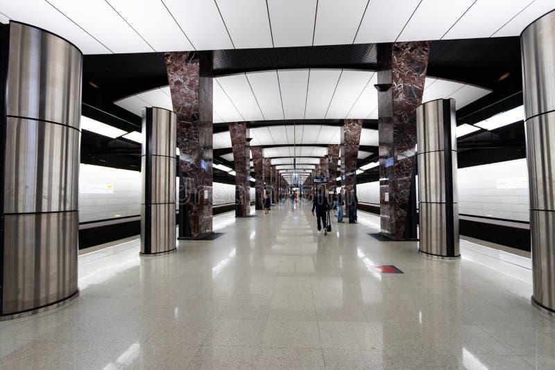 莫斯科,俄罗斯可以26日2019年,新的现代地铁车站Khoroshevskaya 修造2018年Solntsevskaya地铁线 免版税库存图片