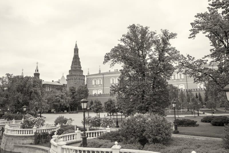 莫斯科,俄罗斯在无名英雄墓的仪仗队克里姆林宫的在壁角武库塔附近 库存图片