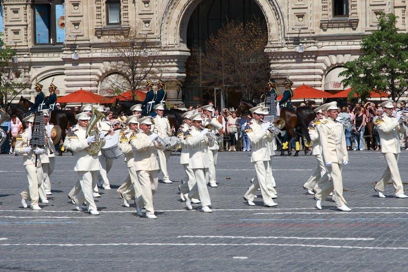 莫斯科,俄罗斯,可以26日2007年 俄国场面:在红场的克里姆林宫与骑马卫兵离婚 免版税库存图片