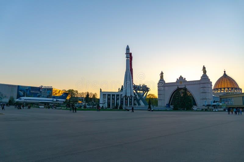 莫斯科,俄罗斯,2019年4月30日:俄国太空飞船东方一号,第一枚苏联火箭的纪念碑在VDNH的 库存照片