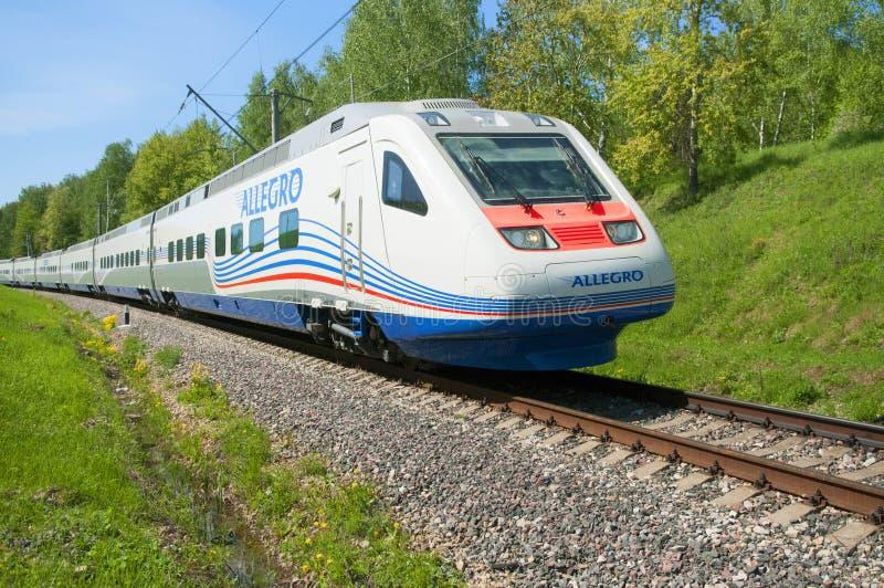 莫斯科,俄罗斯, 2010年7月12日:高速火车Pendolino Sm6急速的乐章跑俄国铁路 莫斯科路轨方式高速火车 库存照片